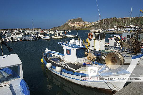 Fischereihafen Fischerhafen Hafen Europa Tag europäisch Stadt Großstadt Boot Insel Sardinien Castelsardo Fischerboot Italien Mittelmeer