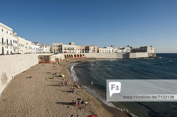 Europa  Strand  Meer  Altstadt  Apulien  Italien
