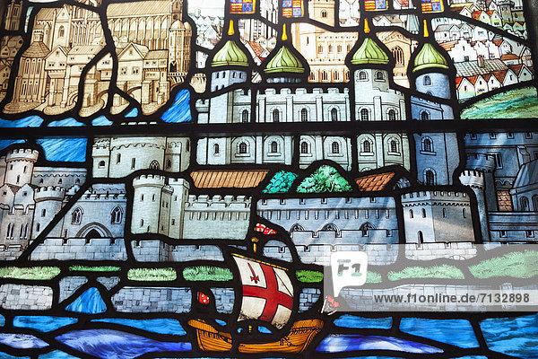 Europa  britisch  Großbritannien  London  Hauptstadt  Großstadt  Innenaufnahme  Turm  Kirche  Themse  Kirchenfenster  England