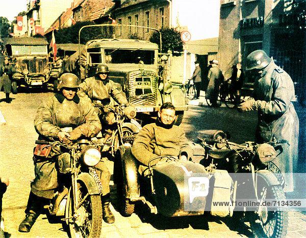 Soldat  Lastkraftwagen  Motorrad  Österreich  Grenze  deutsch
