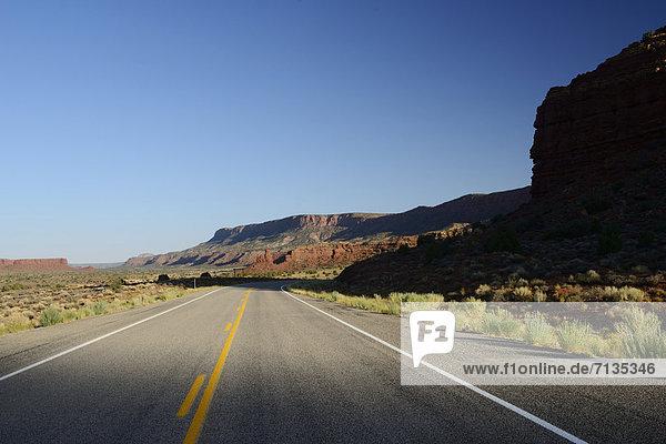 America  USA  United States  Four Corners  Colorado Plateau  Utah  red rocks  sandstone  desert  highway  road