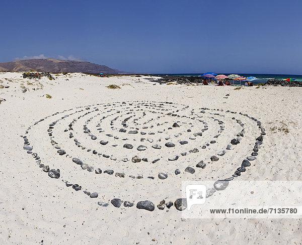 Mensch  Stein  Menschen  Strand  Sommer  Konzept  Landschaft  Kreis  Kanaren  Kanarische Inseln  Lanzarote  Spanien