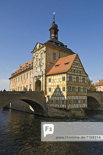 Altes Rathaus über der Regnitz  Bamberg  Franken  Bayern  Deutschland  Europa