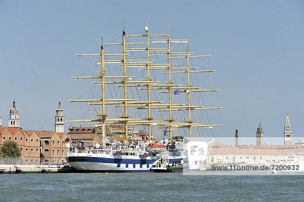 Europa Venetien Kreuzfahrtschiff Italien