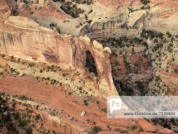 Luftaufnahme Angel Arch  Salt Creek  The Needles District  Canyonlands Nationalpark  Utah  Südwesten  Vereinigte Staaten von Amerika  USA