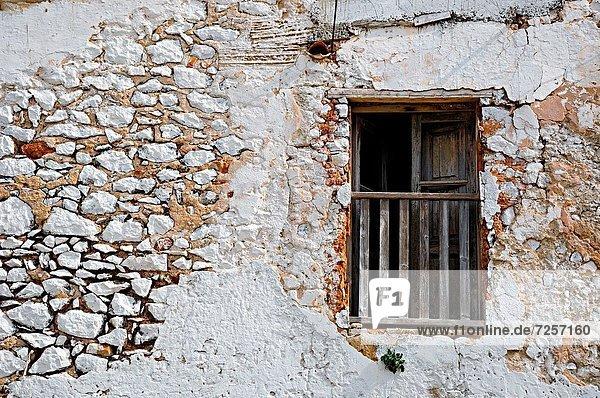 Wohnhaus Balkon weiß Balearen Balearische Inseln Ibiza alt Spanien