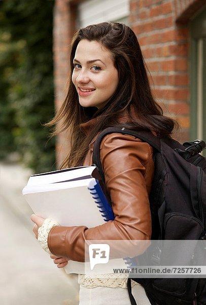 lächeln  frontal  Student  jung