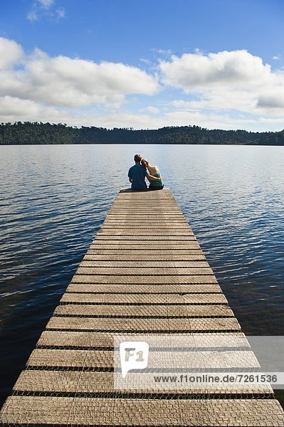 sitzend Zusammenhalt Urlaub See Pazifischer Ozean Pazifik Stiller Ozean Großer Ozean neuseeländische Südinsel Neuseeland Romantik