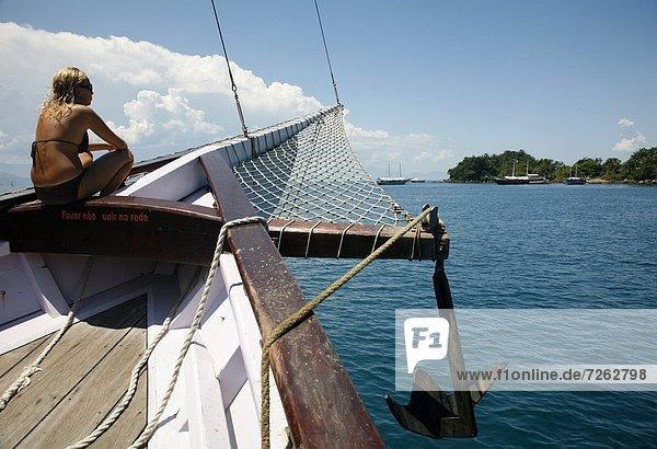 zwischen  inmitten  mitten  Strand  Tourist  Vielfalt  Insel  Kreuzfahrtschiff  Rio de Janeiro Bundesstaat  Brasilien  Südamerika