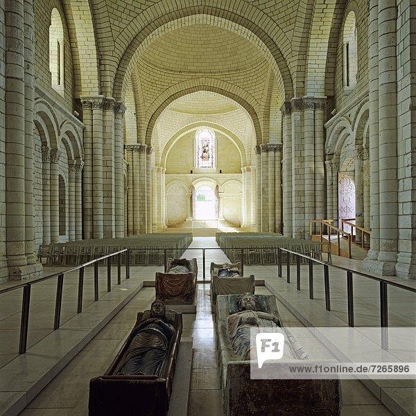 Frankreich  Europa  Kirche  Monarchie  Abtei  Loiretal  Kirchenschiff
