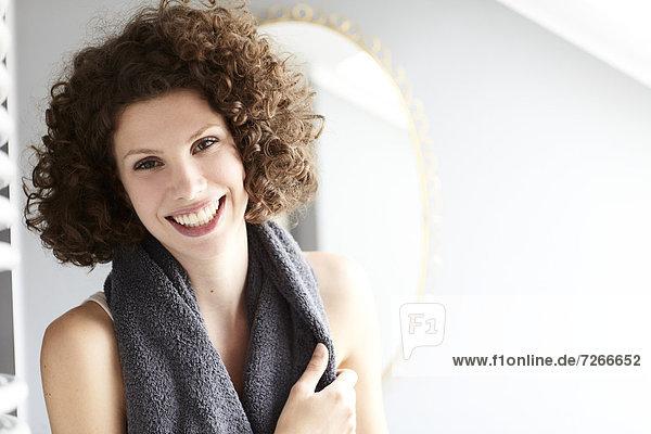 Portrait  Frau  Badezimmer  jung