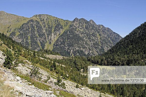 Gebirgslandschaft bei dem Lac de Gaube  See  Cauterets  Midi Pyrenees  Pyrenäen  Nationalpark  Departement Hautes-Pyrenees  Frankreich  Europa  ÖffentlicherGrund