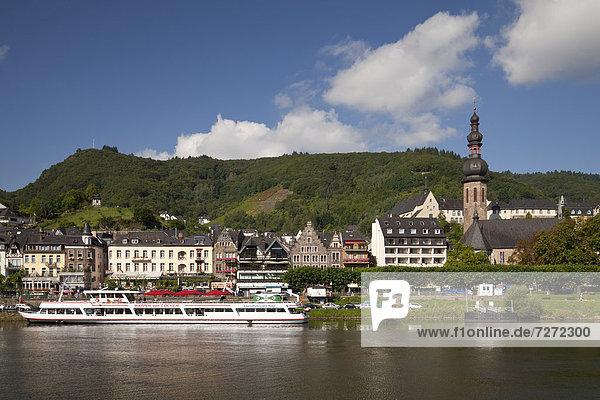 Europa Stadt Fluss Kirche Ansicht katholisch Cochem Deutschland Rheinland-Pfalz