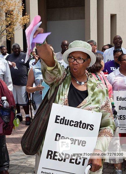 Entscheidung  Manager  Unterstützung  Notfall  rennen  Produktion  Lehrer  Einkommen  amerikanisch  Schule  Handel  öffentlicher Ort  Mitglied  Detroit  Michigan  Stärke