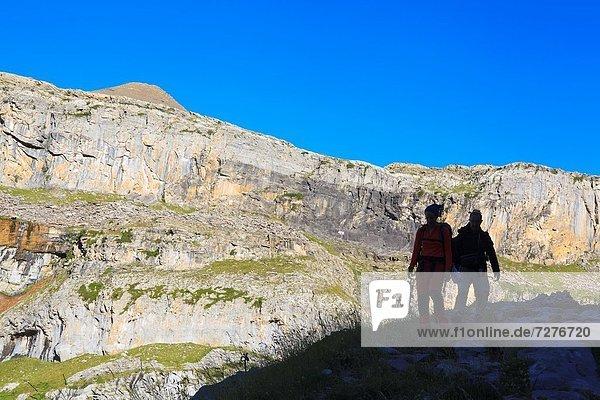 Silhouette  Steilküste  Tal  frontal  wandern  Aragonien  Huesca  Pyrenäen  Spanien