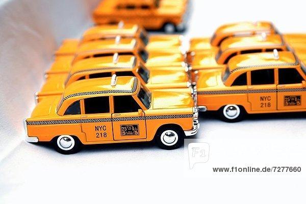 Spielzeug  Großstadt  Wiederholung  Taxi  Schachbrettmuster  neu