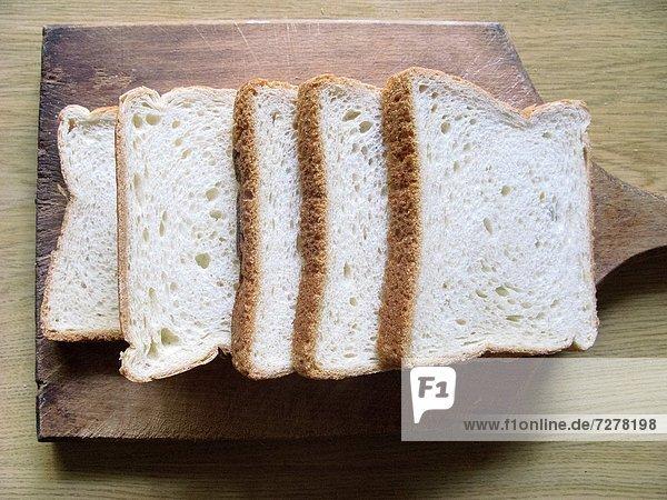 Brot  weiß  aufgeschnitten