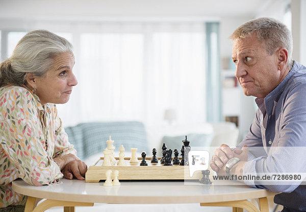 Senior  Senioren  Schach  spielen