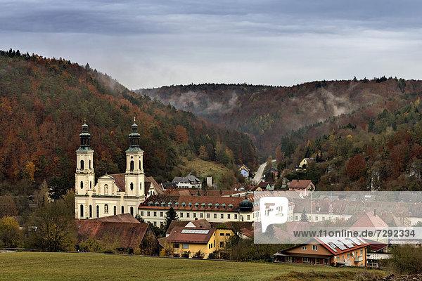 Deutschland  Bayern  Blick auf das Kloster Pielenhofen im Naabtal