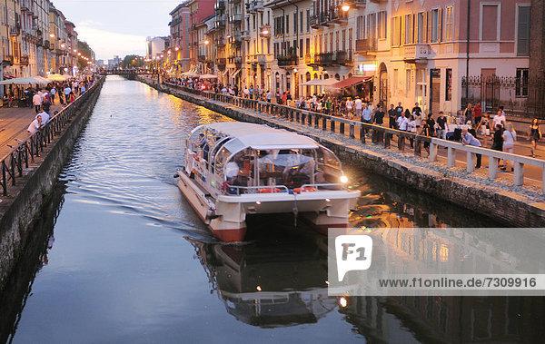 Italien  Lombardei  Mailand  Navigli in der Dämmerung