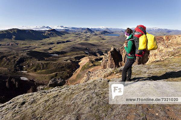 Junge Frau  Trekking  Laugavegur  Island  Europa