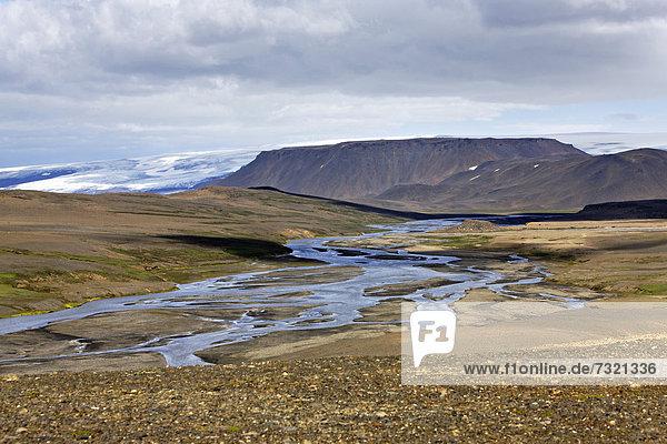 Landschaft von Sprengisandur an der Strecke durch das isländische Hochland  Hofsjökull-Gletscher hinten  Island  Europa