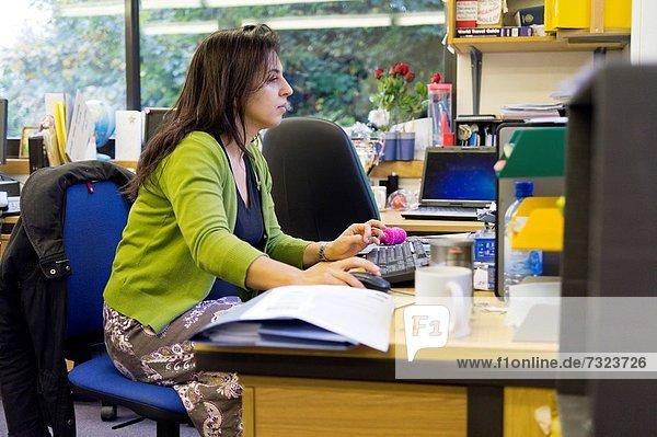Schreibtisch  arbeiten  Lehrer
