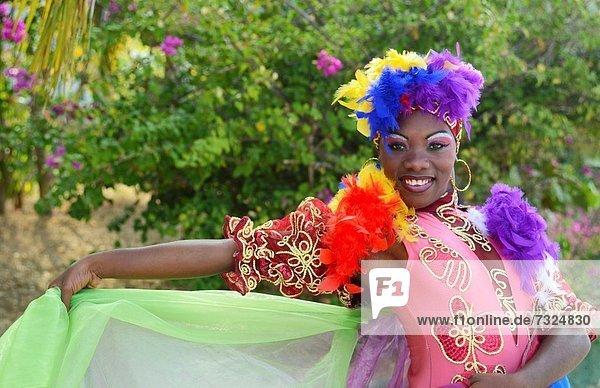 grün  tanzen  Tänzer  Hintergrund  Kostüm - Faschingskostüm  Trinidad und Tobago  Kuba