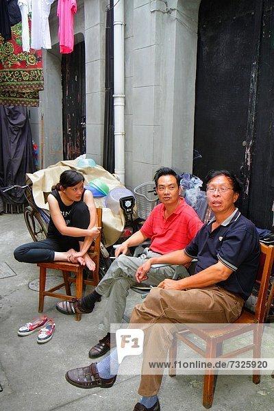 sitzend Frau Mann Wohnhaus Gebäude China Residenz Shanghai