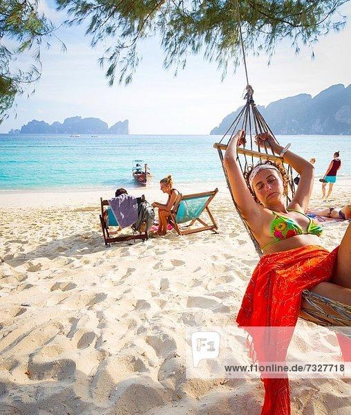 junge Frau junge Frauen Entspannung Strand Hängematte lang langes langer lange Insel Andamanensee Andamanisches Meer