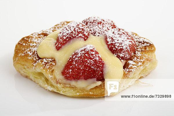 Erdberrkuchen mit Vanillesauce