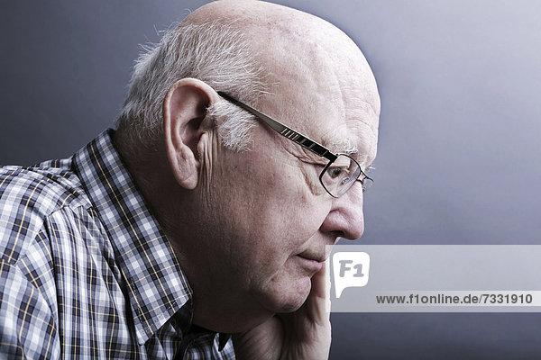 Senior  nachdenklich  Porträt