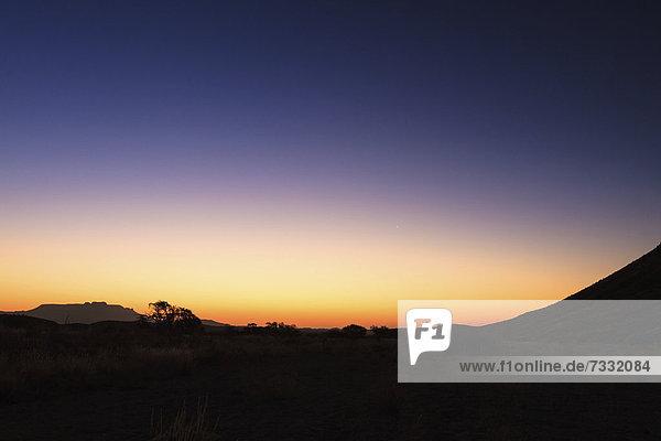 Sonnenuntergang beim Brandberg  Damaraland  Namibia  Afrika