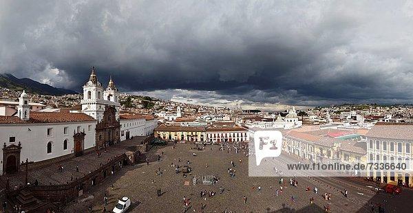 Quito  Hauptstadt  Quadrat  Quadrate  quadratisch  quadratisches  quadratischer