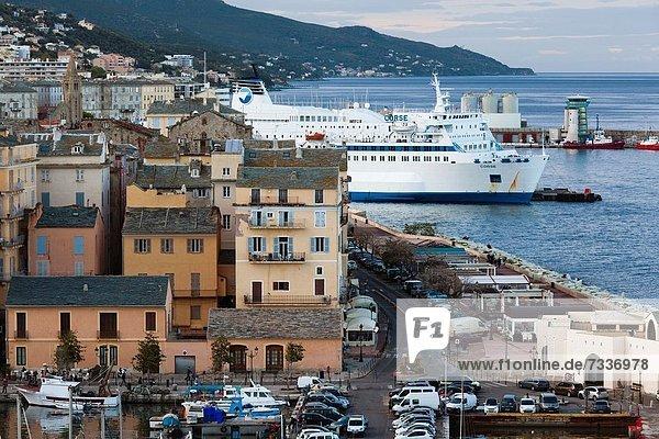 Hafen  Frankreich  Ansicht  Erhöhte Ansicht  Aufsicht  heben  Bastia  Korsika  Abenddämmerung  alt