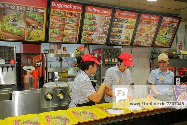 Hot Dog Hot Dogs Fast Food takeaway junk Jugendlicher Frau arbeiten Beruf Hispanier Restaurant Kollege Markierung Mädchen Business Chile Tresen Speisekarte Karte Preis spanisch