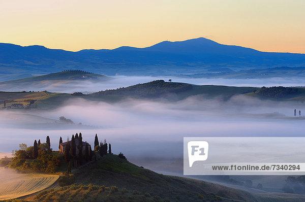 Europa UNESCO-Welterbe Nebel Italien Toskana Val d'Orcia San Quirico d'Orcia
