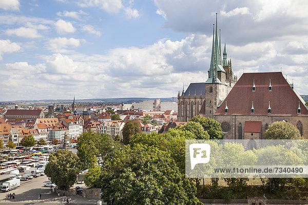 Blick über Erfurt mit dem Erfurter Dom und der St. Severikirche  Erfurt  Thüringen  Deutschland  Europa
