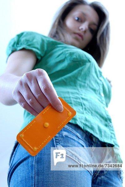 Frau  nehmen  Morgen  Notfall  Pille  jung  Stunde  schutzlos  Empfängnisverhütung  Mai  Geschlechtsverkehr