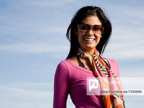 Frau tragen Sonnenbrille