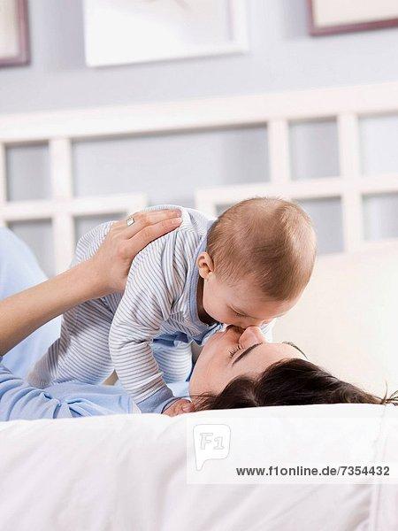 Bett  Mutter - Mensch  Baby