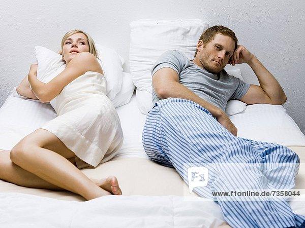 liegend  liegen  liegt  liegendes  liegender  liegende  daliegen  Problem  Hochzeit  Bett
