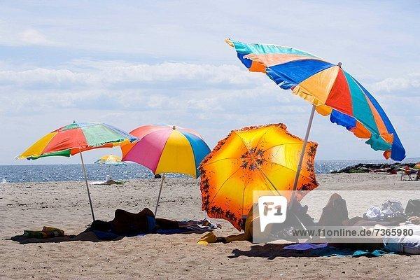 Gruppe von Menschen am Strand