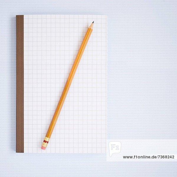 Notizbuch mit Bleistift
