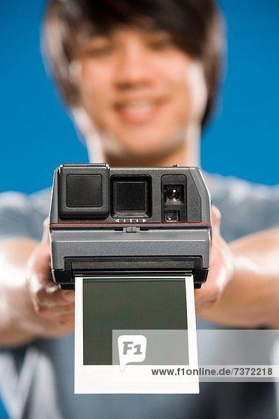 Geldautomat  Mann  Fotografie  Fotoapparat  Kamera  unbeschrieben