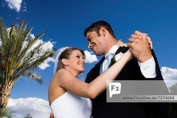 niedrig  Hochzeit  tanzen  Ansicht  Flachwinkelansicht  Winkel