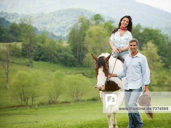 nebeneinander  neben  Seite an Seite  Frau  Mann  reiten - Pferd