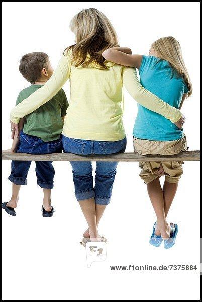 sitzend Rückansicht Ansicht 2 Mutter - Mensch Holzplanke