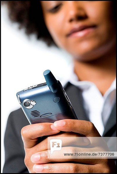 Handy  Geschäftsfrau  halten  Kurznachricht
