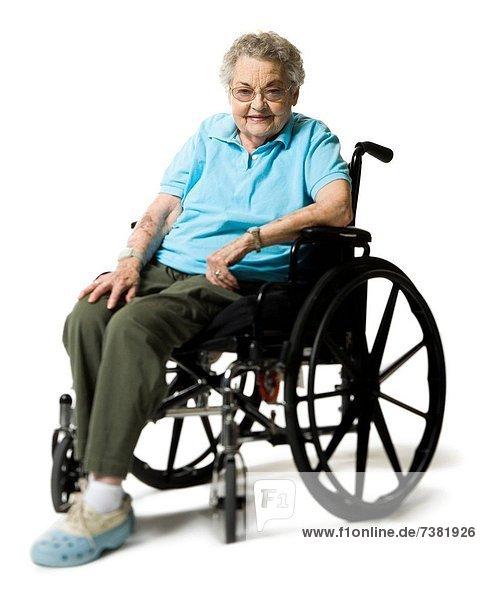 Ältere Frau in einem Rollstuhl